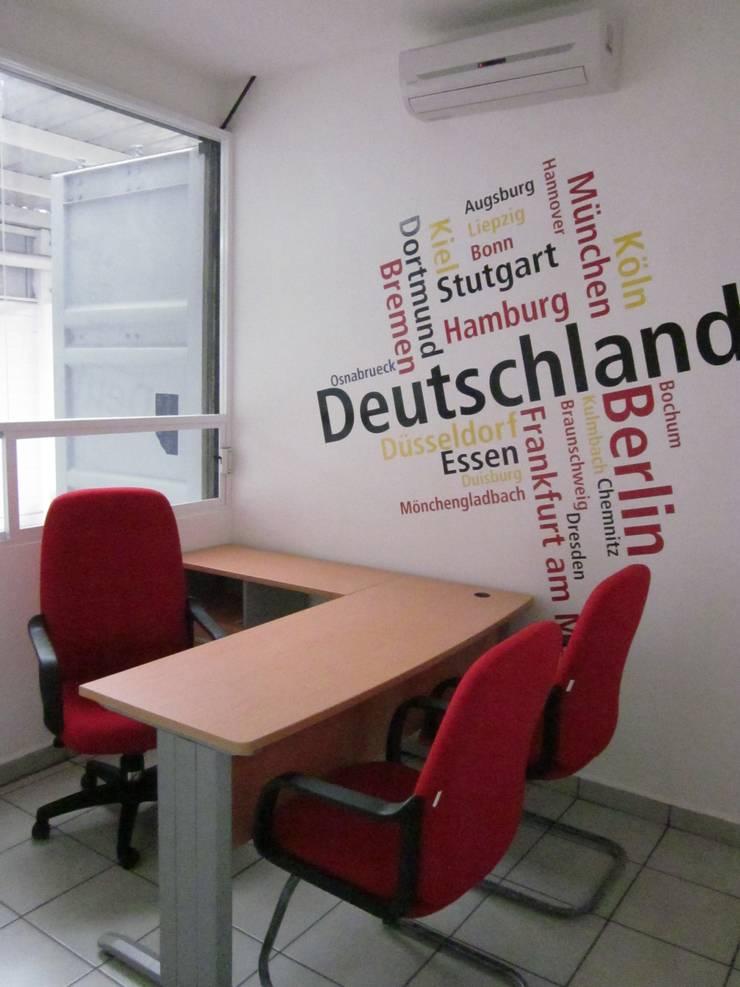 Hellman World Wide Logistics, Querétaro: Oficinas y tiendas de estilo  por KALI diseño.MX