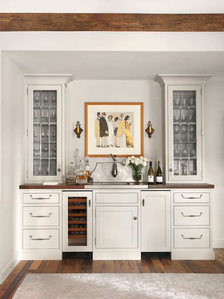 High Rise Renaissance: classic Dining room by BROOKSBERRY & ASSOCIATES KITCHENS AND BATHS