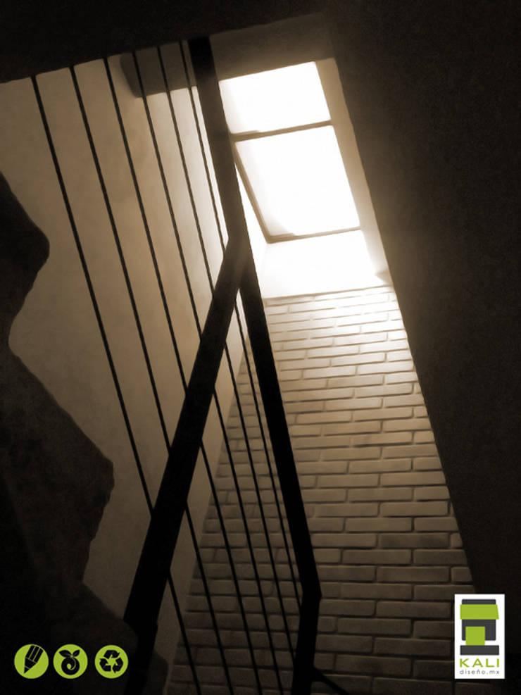 2 Place On Bridge (Construir en un Puente): Pasillos y recibidores de estilo  por KALI diseño.MX,