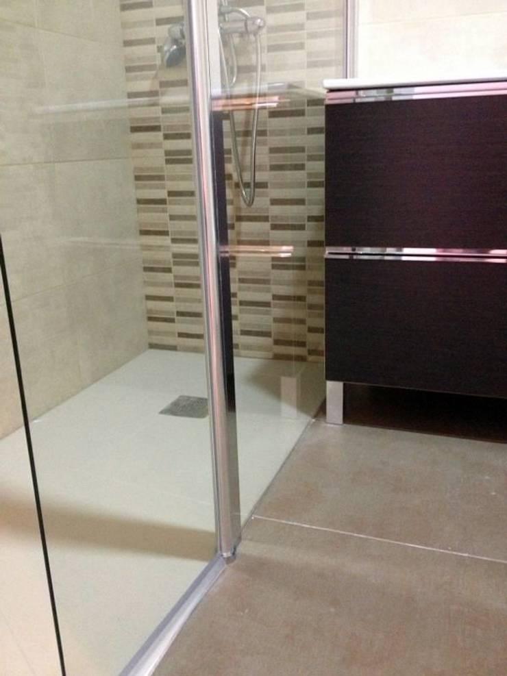 BAÑO MIRAFLORES: Baños de estilo  por 3 DECO