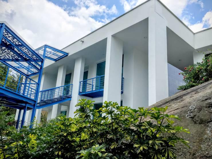 Casa Sasaima : Casas de estilo  por Vertice Oficina de Arquitectura