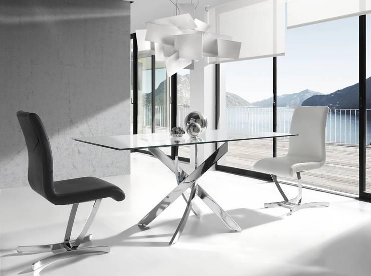 Mesas de refeições com tampo de vidro Dining tables with glass top www.intense-mobiliario.com  Daffodil: Sala de jantar  por Intense mobiliário e interiores;