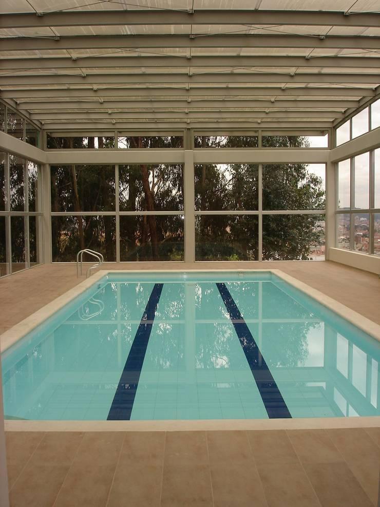 Club House Piscinas de estilo moderno de Vertice Oficina de Arquitectura Moderno Ladrillos