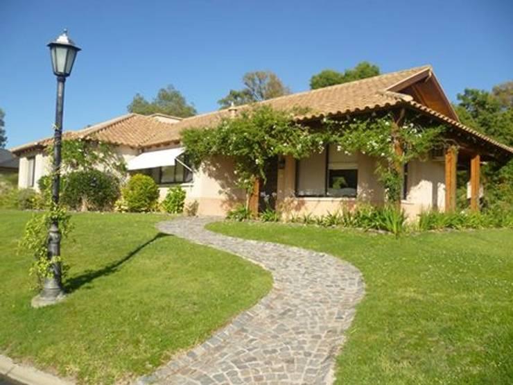 Casas de estilo  por Arquitecto De Angelis