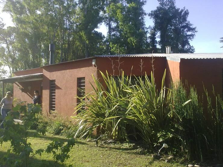 Viviendas: Casas de estilo  por Arquitecto De Angelis