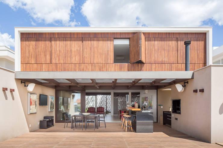 Houses by Joana França, Modern Wood Wood effect