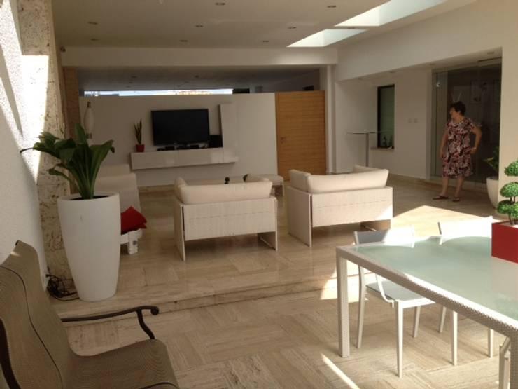Proyecto Acarigua: Salas / recibidores de estilo  por THE muebles