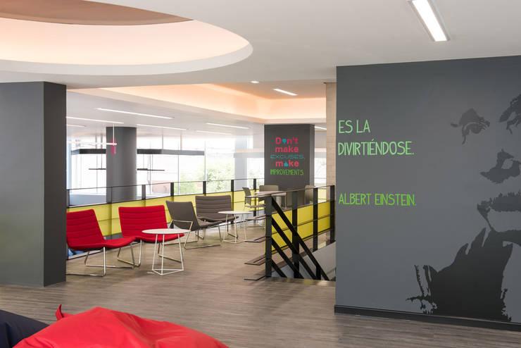 Idea Lab : Estudios y oficinas de estilo  por ARCO Arquitectura Contemporánea