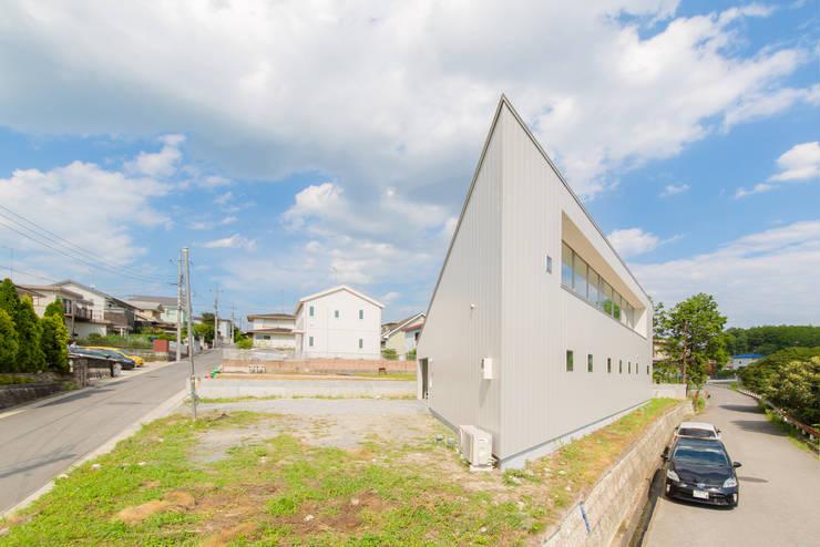 Modern Houses by インデコード design office Modern Metal