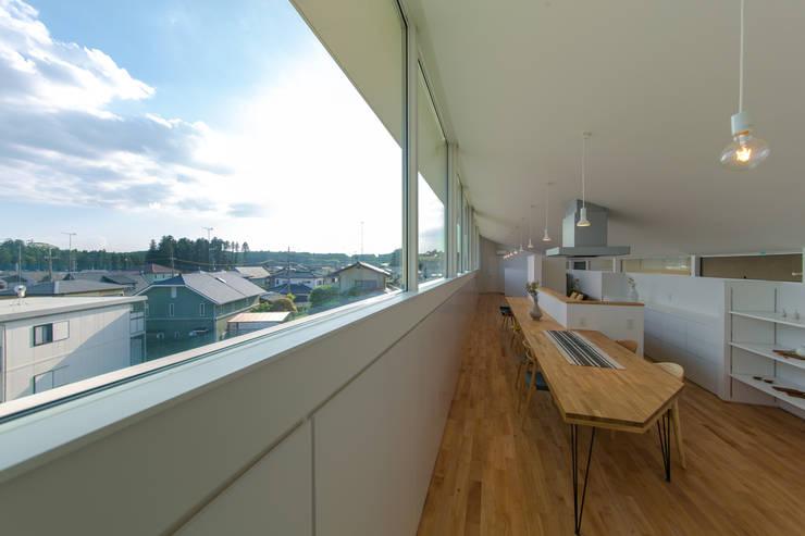 Modern Dining Room by インデコード design office Modern