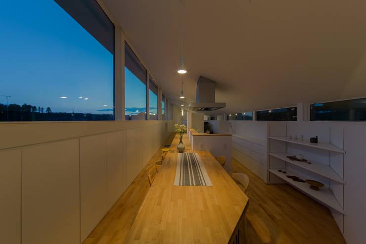 Modern Dining Room by インデコード design office Modern Wood Wood effect