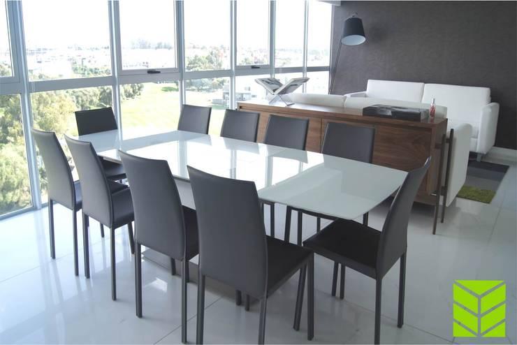 Departamento La Vista Country Club: Comedores de estilo moderno por Beta Factoria de Puebla SA de CV