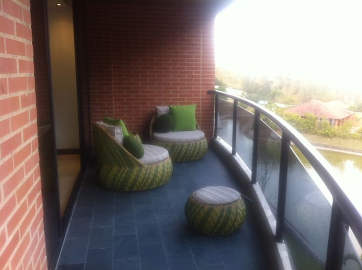 Proyecto Lagunita: Terrazas de estilo  por THE muebles