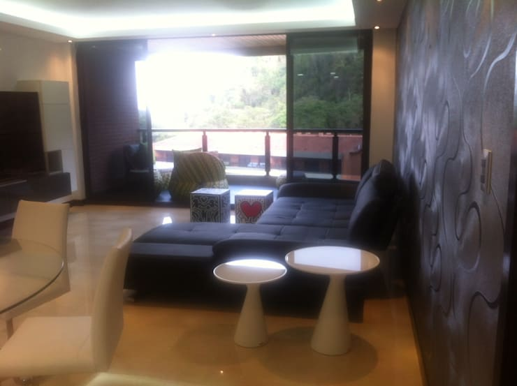 Proyecto Lagunita: Salas / recibidores de estilo  por THE muebles