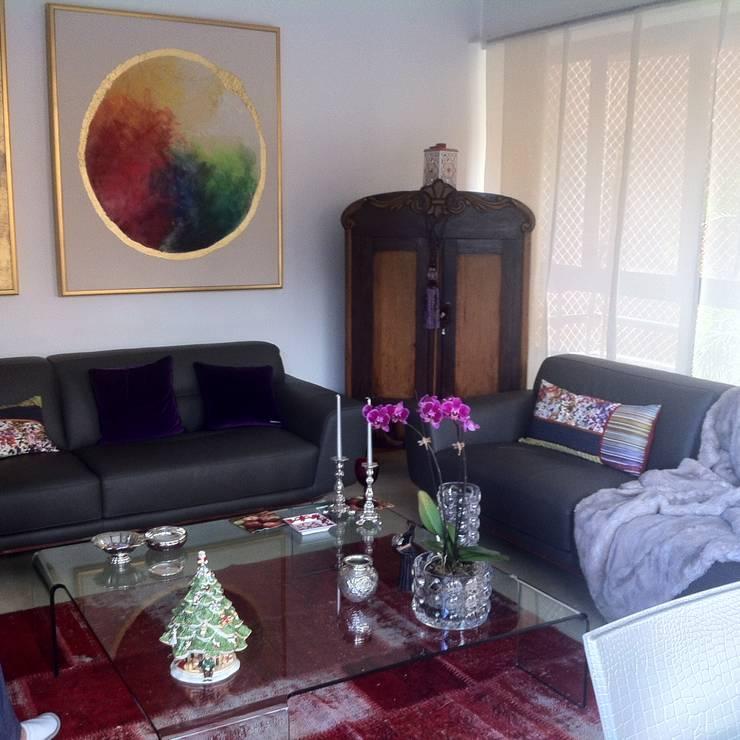 Proyecto Campo Alegre: Salas / recibidores de estilo  por THE muebles