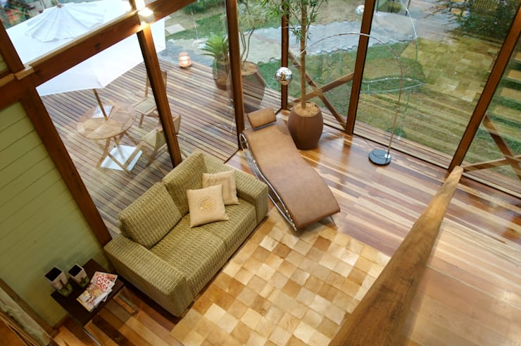 Tropical style living room by Juliana Lahóz Arquitetura Tropical Wood Wood effect
