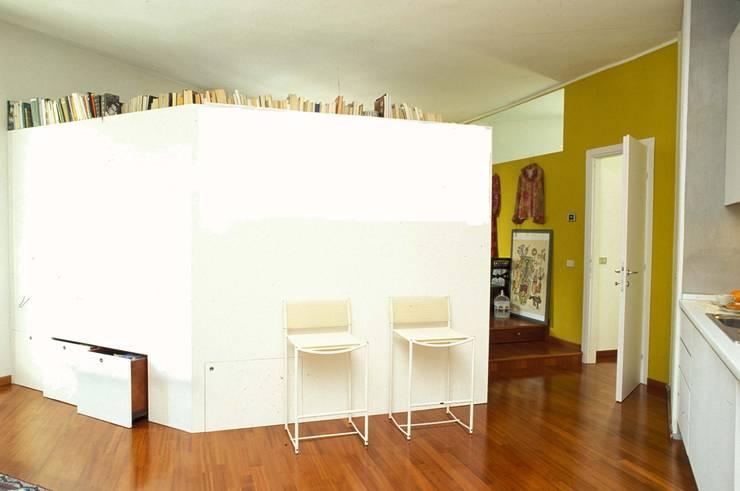 Salas de estar  por ROBERTA DANISI ARCHITETTO, Asiático Madeira Acabamento em madeira