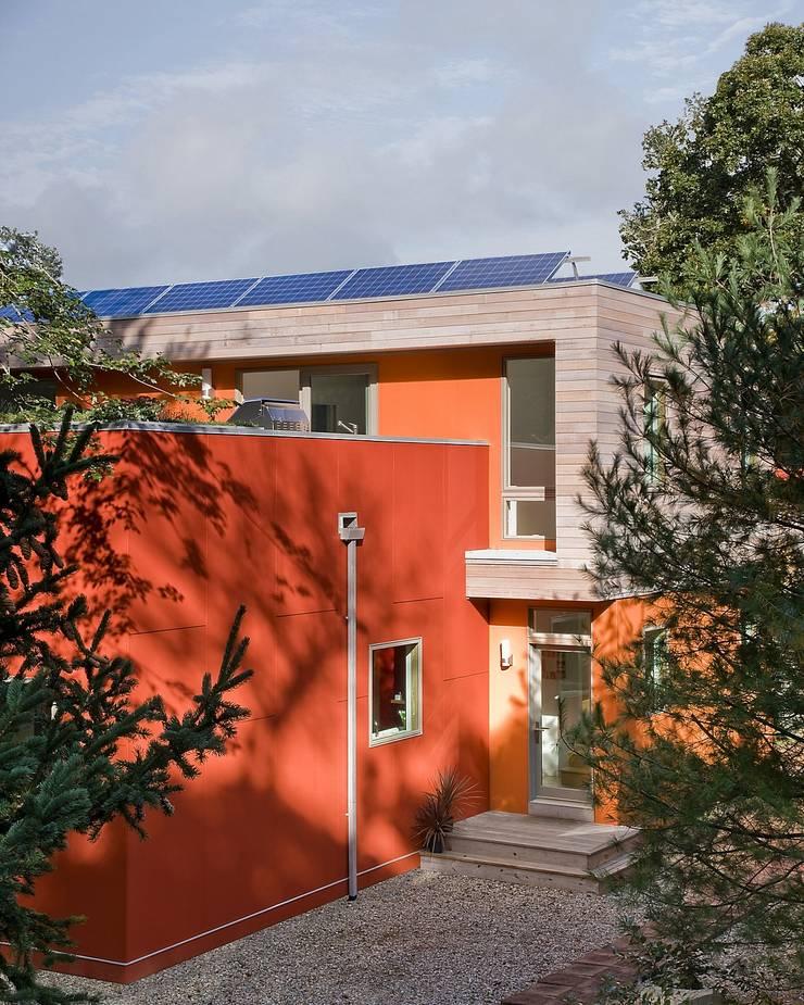 Modern Cape Cod house with fiber cement and shiplapped cedar siding: modern Houses by ZeroEnergy Design