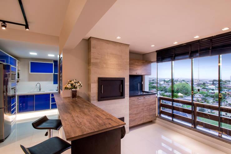 Espaço churrasqueira: Cozinhas  por C. Arquitetura