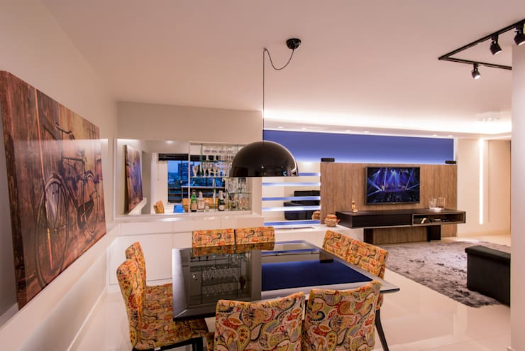 Sala de jantar integrada: Salas de jantar  por C. Arquitetura