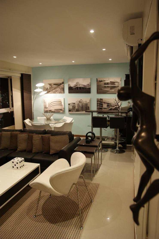 Salas/Recibidores de estilo  por OMAR SEIJAS, ARQUITECTO