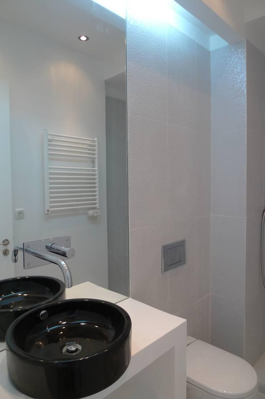 I.S Social ARH: Casas de banho  por QFProjectbuilding, Unipessoal Lda