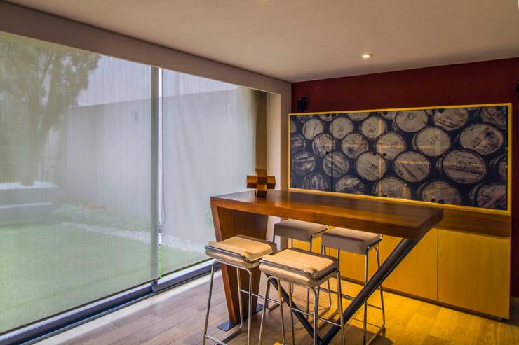 Casa Gonmar : Cavas de estilo  por DIN Interiorismo