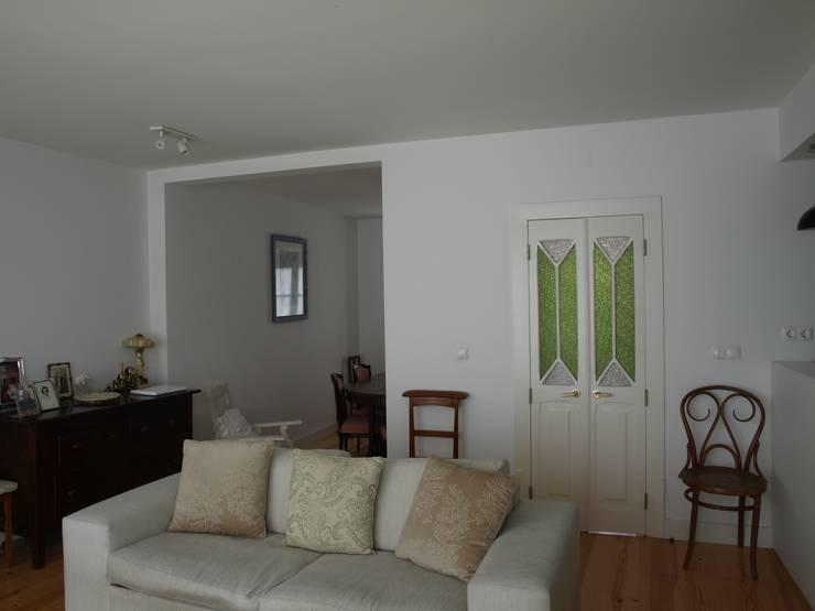 Salas de estar clássicas por QFProjectbuilding, Unipessoal Lda