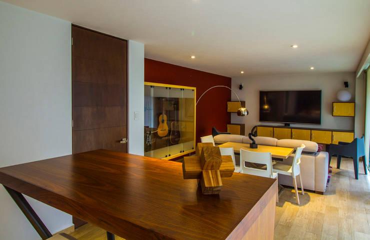 Casa Gonmar : Salas multimedia de estilo  por DIN Interiorismo