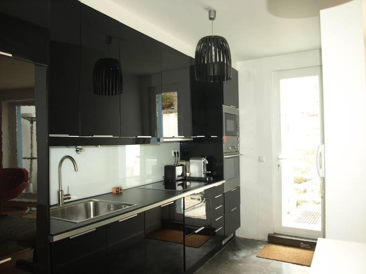 Cozinhas clássicas por QFProjectbuilding, Unipessoal Lda