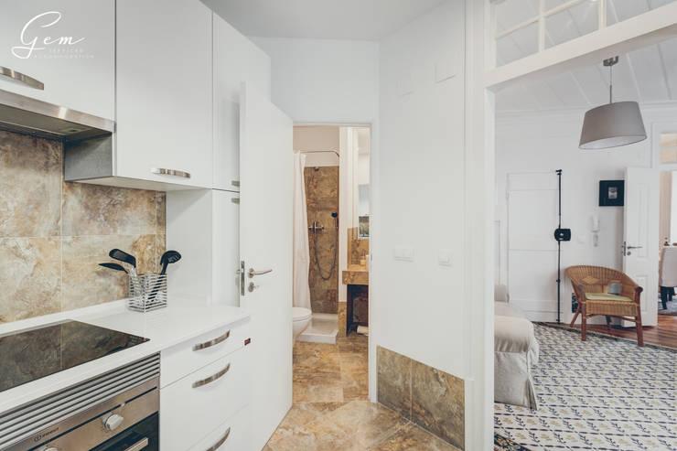 Casa Pombalina: <q>de velho a novo</q>.: Cozinhas  por Obrasdecor