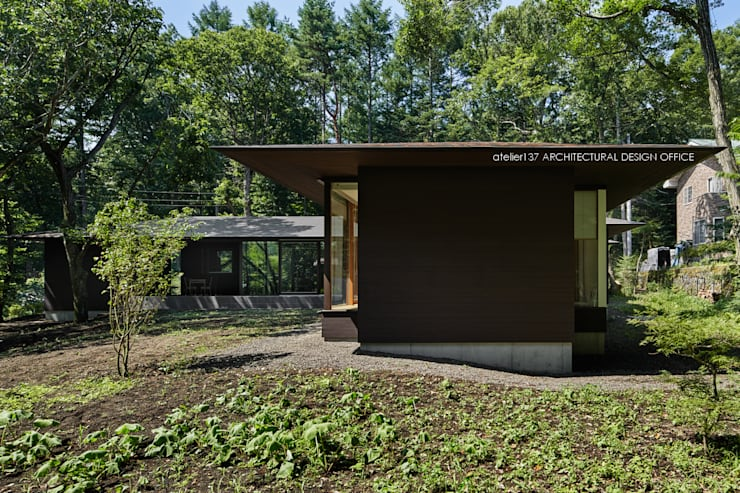 外観~041軽井沢Mさんの家: atelier137 ARCHITECTURAL DESIGN OFFICEが手掛けた家です。,モダン 木 木目調