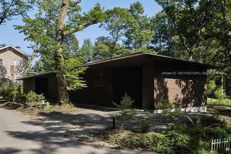 外観~041軽井沢Mさんの家: atelier137 ARCHITECTURAL DESIGN OFFICEが手掛けた家です。,クラシック 木 木目調