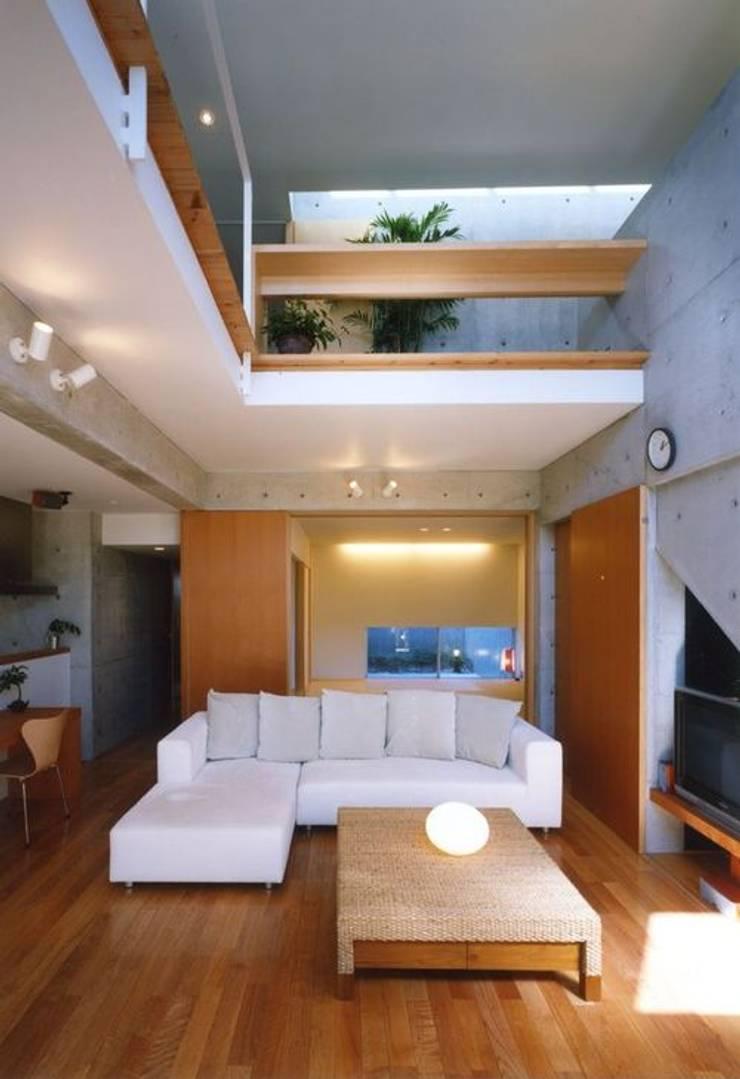 七郷の家: FrameWork設計事務所が手掛けたリビングです。