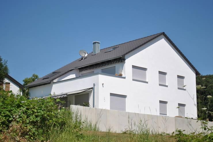 Projekty,  Domy zaprojektowane przez Froese Dach