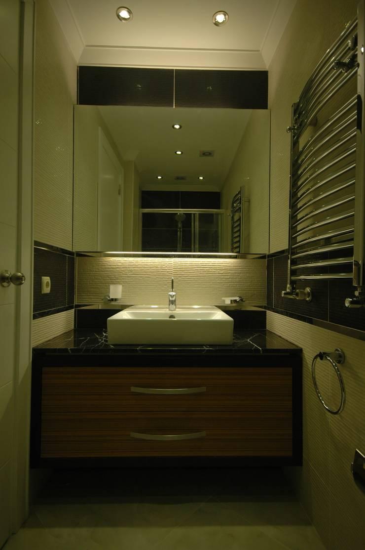 İndeko İç Mimari ve Tasarım – Misafir Banyosu:  tarz Banyo, Modern