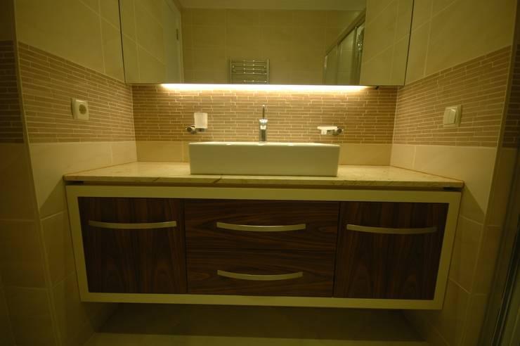 İndeko İç Mimari ve Tasarım – Ana Banyo:  tarz Banyo, Modern