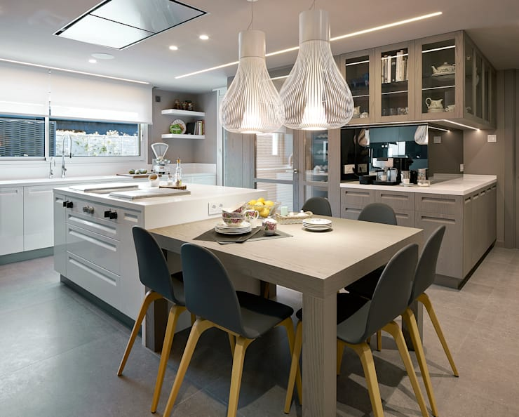 Kitchen by Molins Interiors