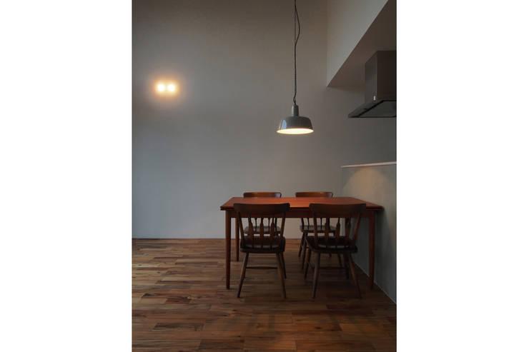 Projekty,  Jadalnia zaprojektowane przez 桑原茂建築設計事務所 / Shigeru Kuwahara Architects