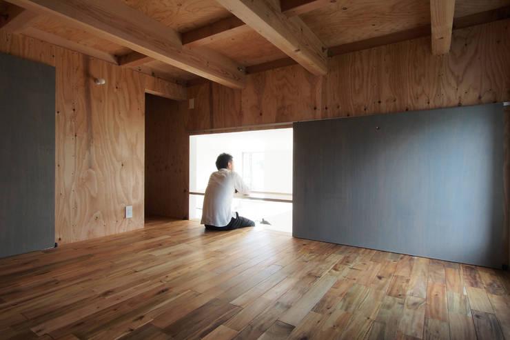Projekty,  Domowe biuro i gabinet zaprojektowane przez 桑原茂建築設計事務所 / Shigeru Kuwahara Architects