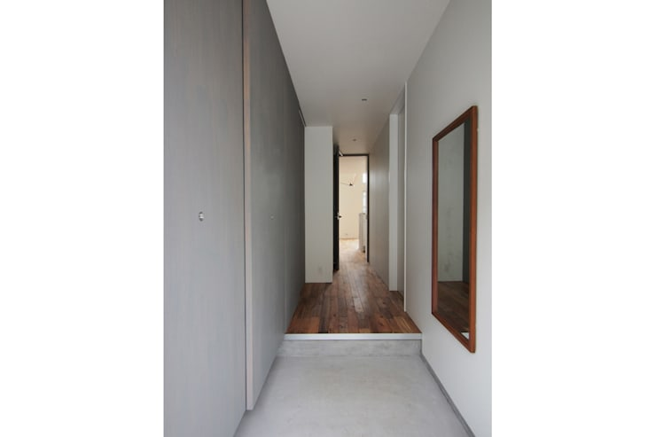Corridor, hallway by 桑原茂建築設計事務所 / Shigeru Kuwahara Architects