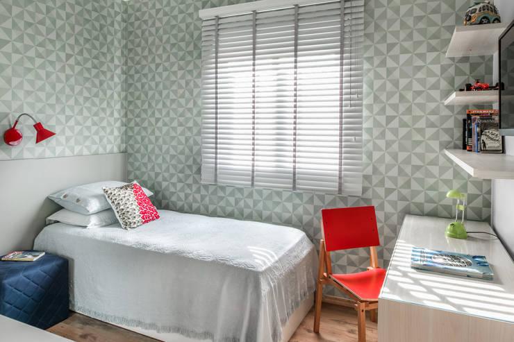 Nursery/kid's room by Alma em Design