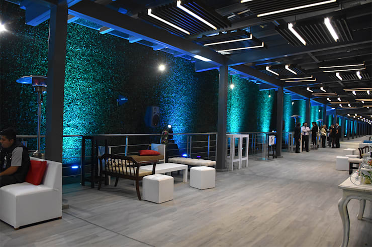 Decoración Muros Verdes: Bares y discotecas de estilo  por Ranka Follaje Sintético
