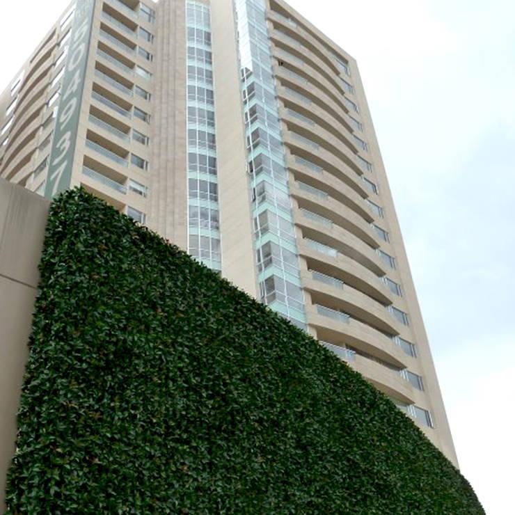 Decoración Muros Verdes: Edificios de Oficinas de estilo  por Ranka Follaje Sintético