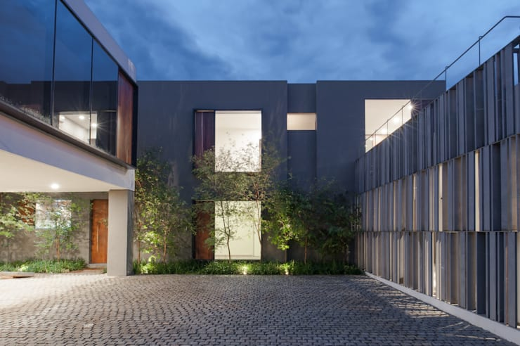Remodelación y conversión de casa a corporativo: Oficinas y tiendas de estilo  por Alvaro Moragrega / arquitecto
