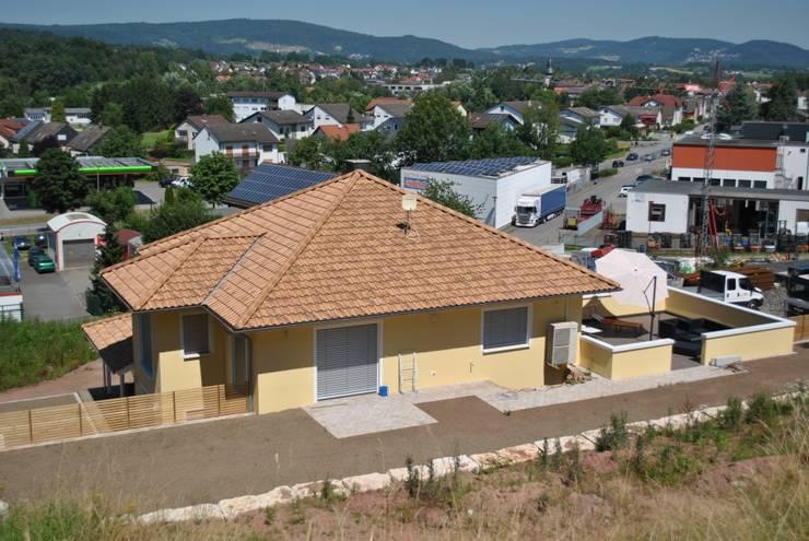 Maisons de style de style Méditerranéen par Froese Dach