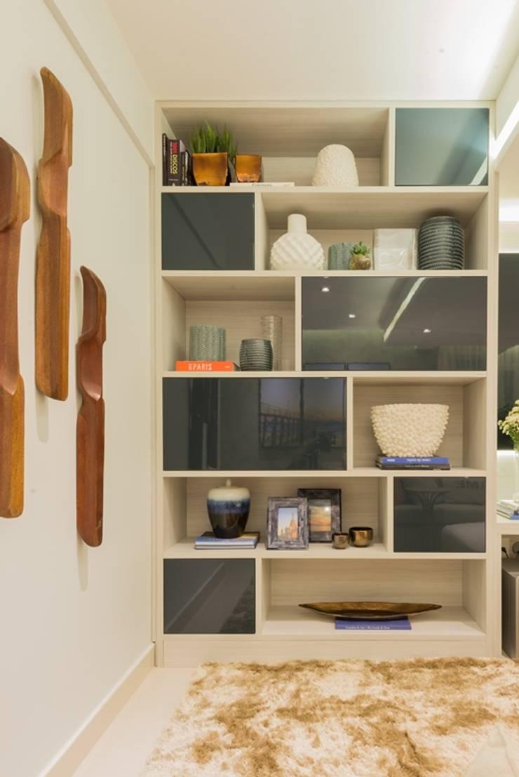 de Renata Matos Arquitetura & Business Moderno Tablero DM