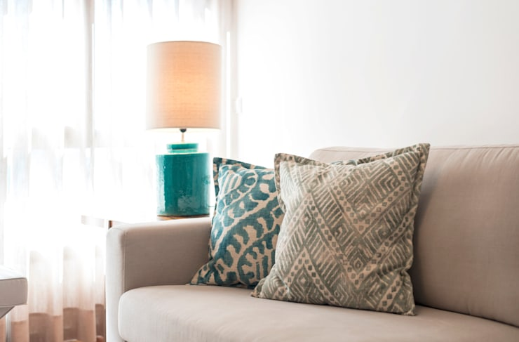Super Cozy: Salas de estar  por Filipa Cunha Interiores