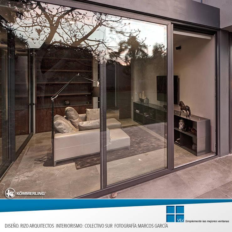 Confort Urbano: Puertas y ventanas de estilo  por Ventanas Exclusivas Guadalajara