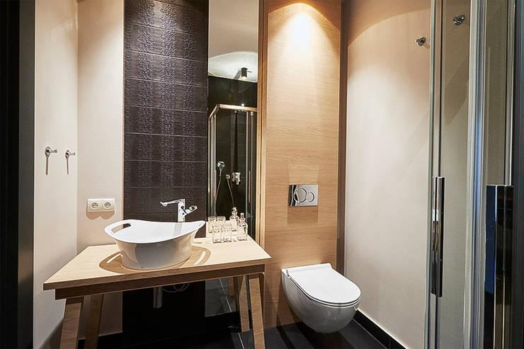Bathroom by Pracownia Projektowa Hanna Kłyk